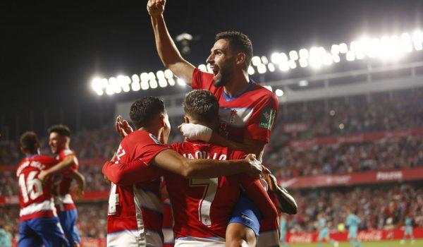 El Granada es líder y confirma su mejor arranque ante el Barcelona