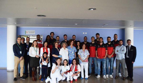 El Coviran Granada visita a los niños del PTS